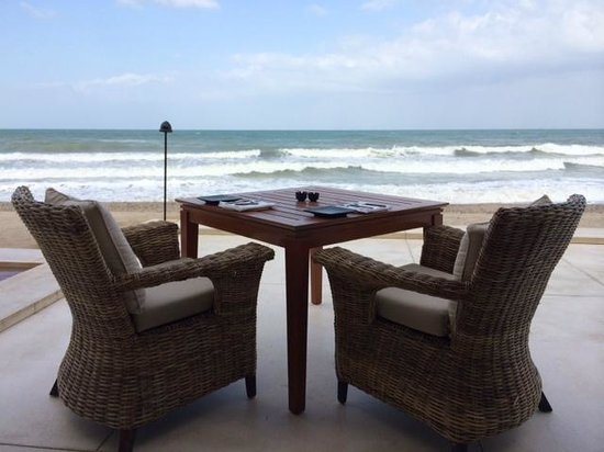 The Chedi Muscat – a GHM hotel: Beah pool & restaurant