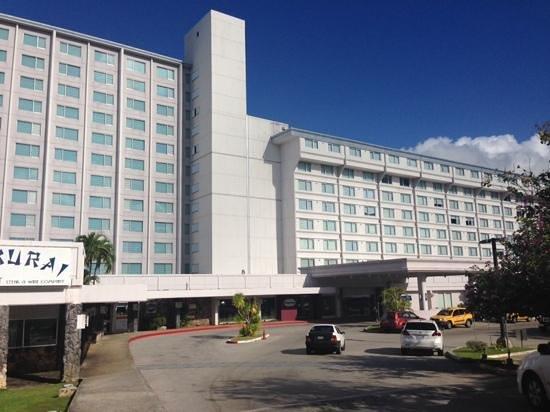 Fiesta Resort Guam : ホテルエントランス