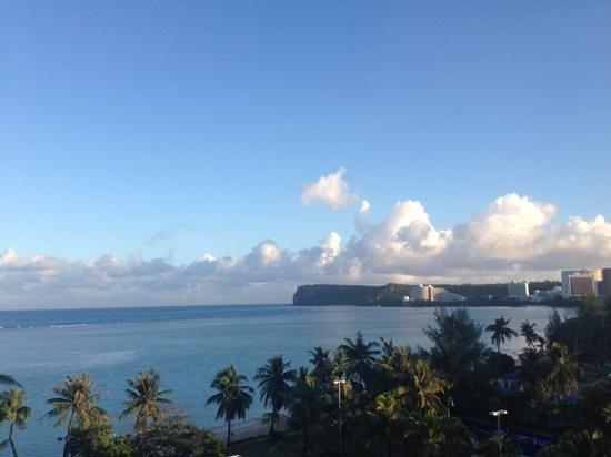 Fiesta Resort Guam : 朝日が眩しい…
