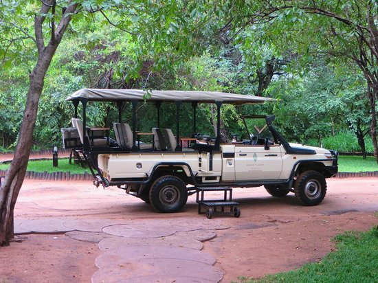 Sanctuary Chobe Chilwero: Our chariot!