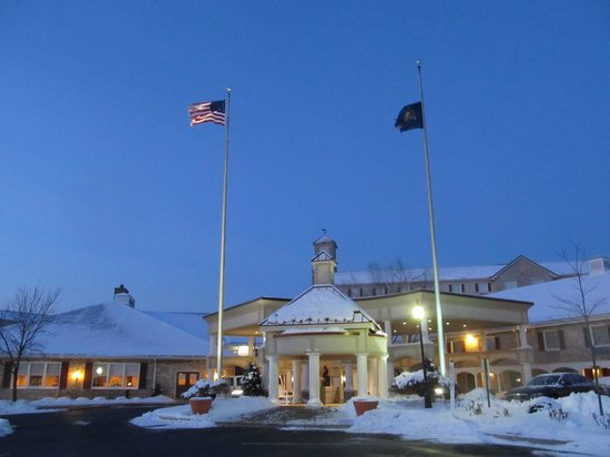 Entrance to Hershey Lodge at dawn