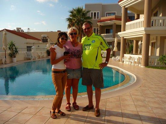 Hotel Stavroula Palace: Decio e meninas do Stravoula Palace