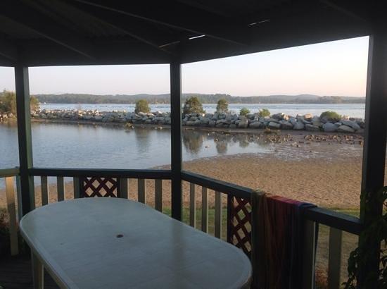 Coachhouse Marina Resort: deck view