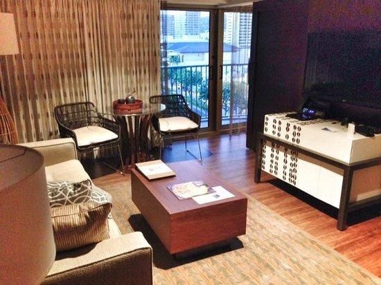 Hokulani Waikiki by Hilton Grand Vacations : living room