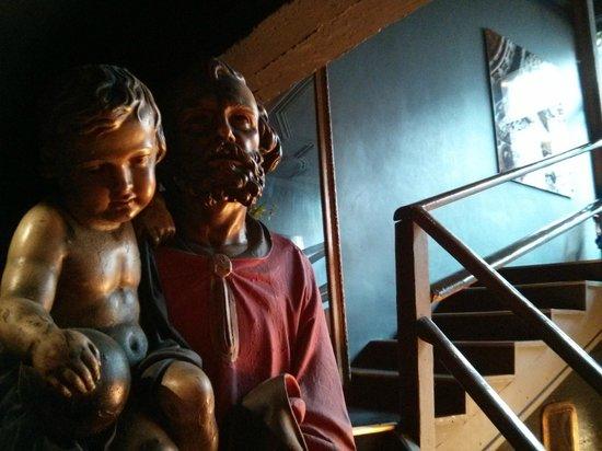 Raphael Restaurant : Statues