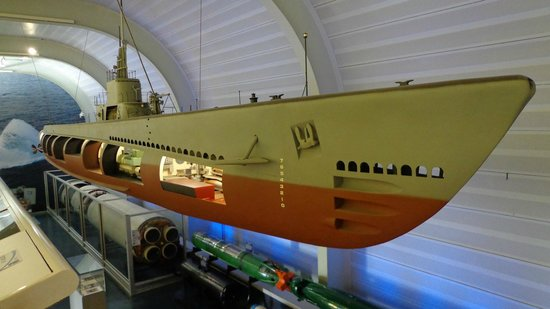 The Submarine Force Museum: submarine model in the mseum