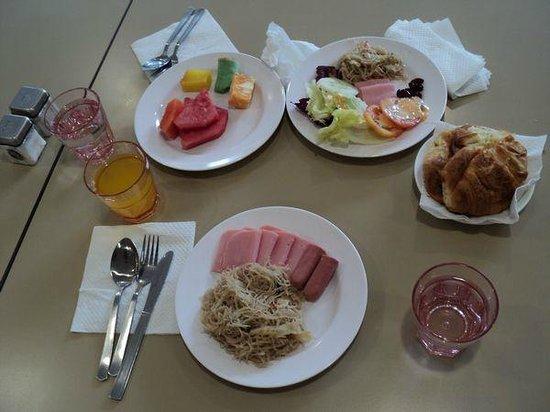 YMCA One Orchard: ホテルの朝食
