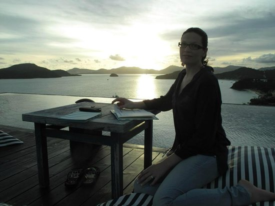 Sri Panwa Phuket Luxury Pool Villa Hotel : Bubba Nest surrounded by an infinity pool - cocktails at sunset