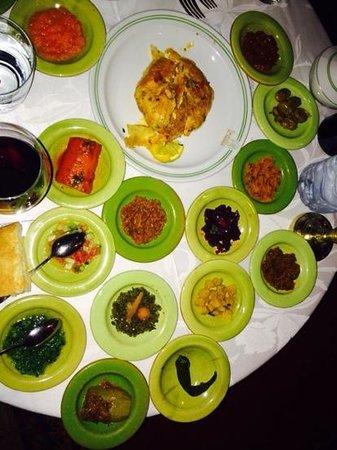 Al Fassia Aguedal: salade pour 1 personne et pastilla fruit de mer 1 délice
