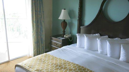 Hilton Grand Vacations at SeaWorld : Master Bed