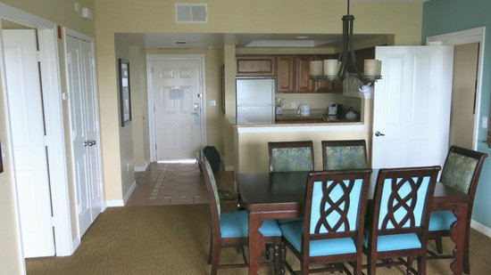 Hilton Grand Vacations at SeaWorld: Kitchen/dining