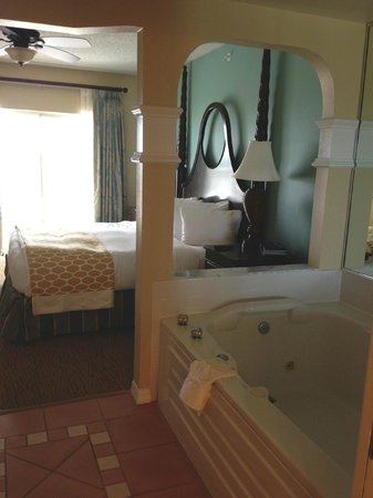 Hilton Grand Vacations at SeaWorld: Master Bedroom