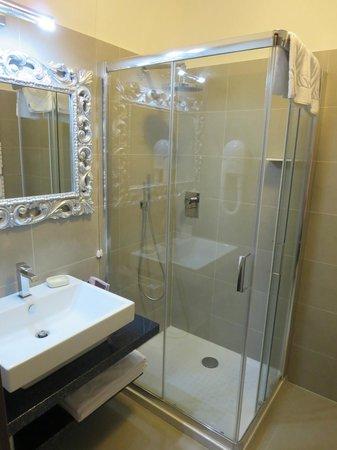 Domus Fontis: shower/sink
