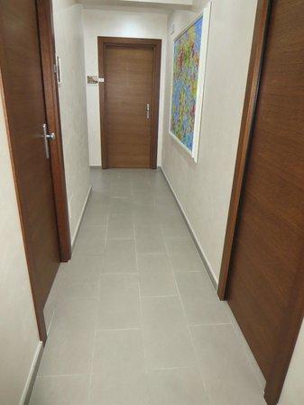 Domus Fontis : hallway