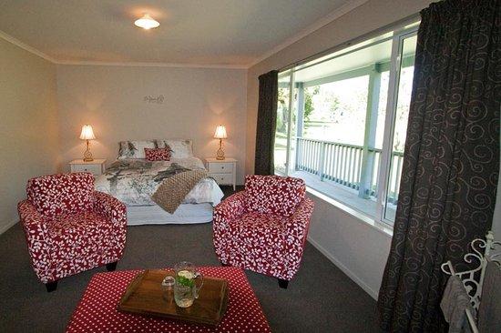 Pelorus River Views Bed & Breakfast: Matai Bedroom
