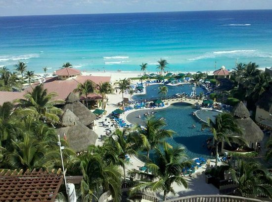 GR Solaris Cancun: View from ocean view balcony