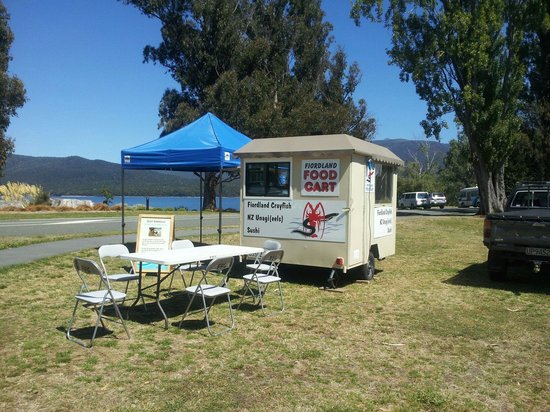 Fiordland Food Cart: Nice day @ Lake Front..