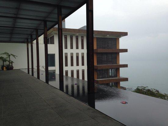 The Lalu Sun Moon Lake : 外廊下。雨が多い割に非常にオープンな作りです