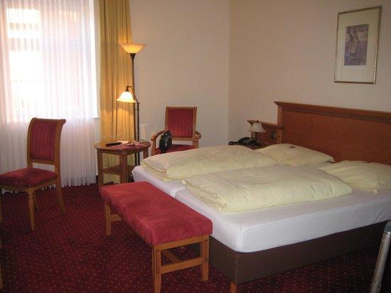 NH Salzburg City: Standard Room