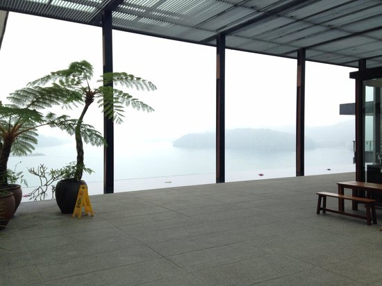 The Lalu Sun Moon Lake: 外廊下。雨が多い割に非常にオープンな作りです