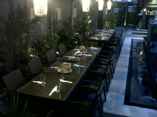 The Banyumas Villa: Families Tables for the party
