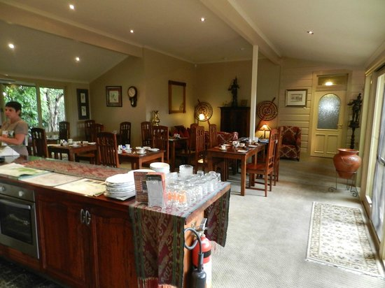 Lurline House: Dining and relaxation room