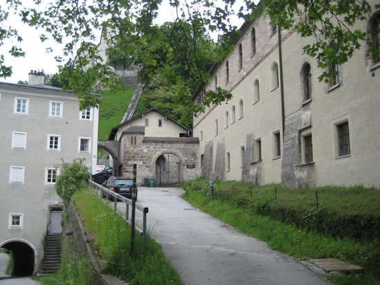 Fraulein Maria's Bicycle Tours : Noonberg Abby