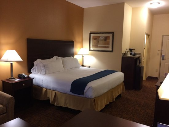 Holiday Inn Express Suites Mason : View of bed and mini fridge/microwave
