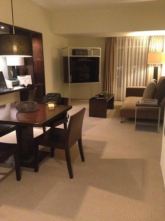 Waterfront Cebu City Hotel & Casino: Receiving area of Suite
