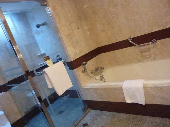 Pullman Khon Kaen Raja Orchid : ห้องน้ำ
