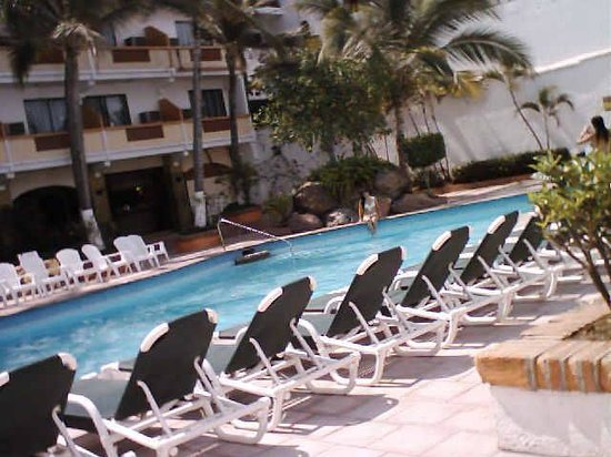 El Pescador : pool area with ocean view balcony rooms showing