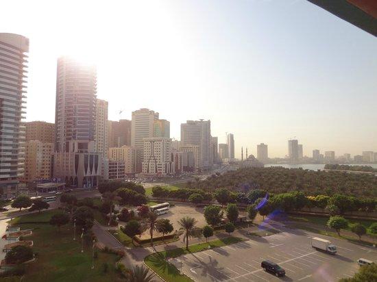 Hotel Holiday International Sharjah : Вид на Шаржу