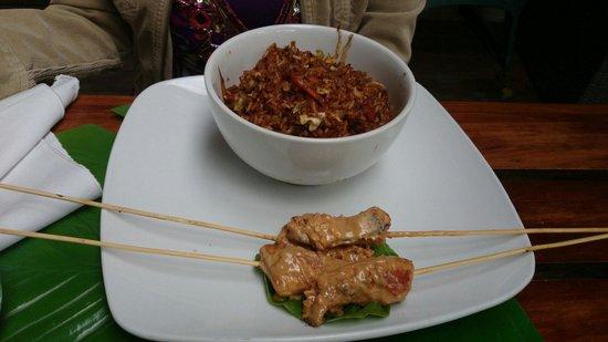 The Rock: Satay tailandés con pollo y brochetas en salsa de mani