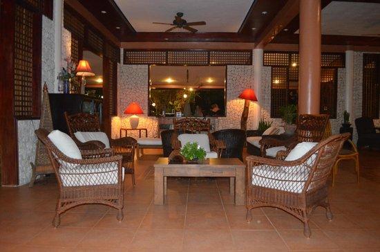 Hale Manna: living room