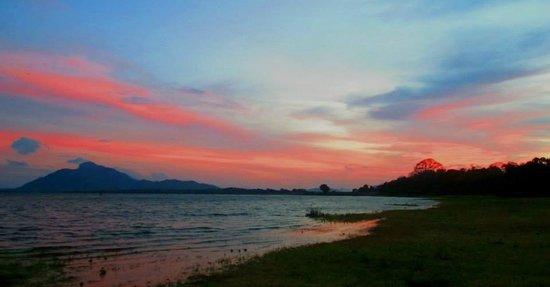 Amaya Lake: Fancy sunset