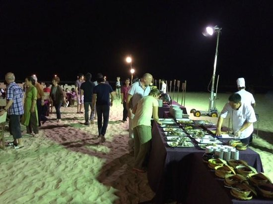 Ho Tram Beach Boutique Resort & Spa: seafood buffet at the beach