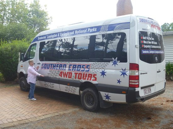 Southern Cross 4WD Tours: The Luxurious Tour Bus!