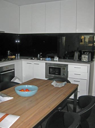 Melbourne Short Stay Apartments Southbank Collection: Kitchen/dining
