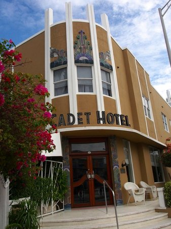 Cadet Hotel : Hotel entrance