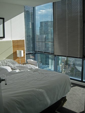 Melbourne Short Stay Apartments Southbank Collection: Bedroom with double bed