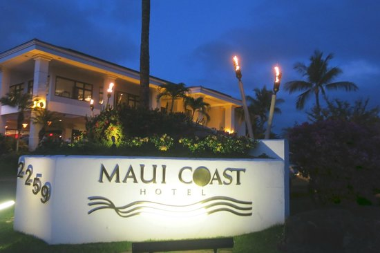 Maui Coast Hotel: sign with restaurant in the background