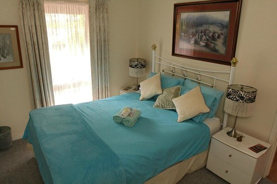 Falls Retreat B & B: Niagara house room