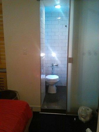 Pod 51 Hotel: Toilet