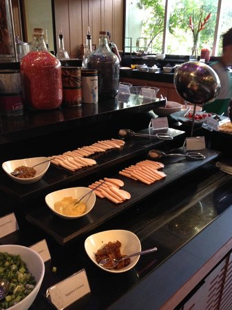 Anantara Sathorn Bangkok Hotel: Breakfast spread - cold cut section
