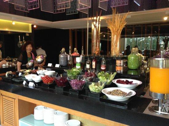 Anantara Sathorn Bangkok Hotel: Breakfast bar
