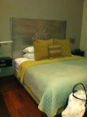 Desert Pearl Inn: BED