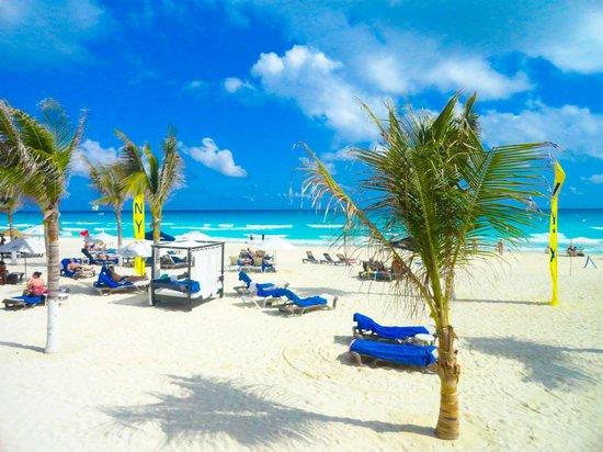 NYX Hotel Cancun: Пляж отеля