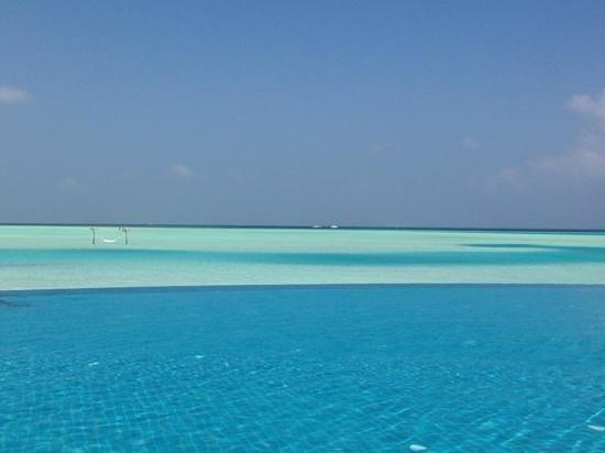 Anantara VeliMaldivesResort: piscine a dhigu