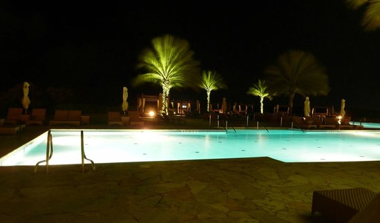 Santa Barbara Beach & Golf Resort, Curacao: Pool at night