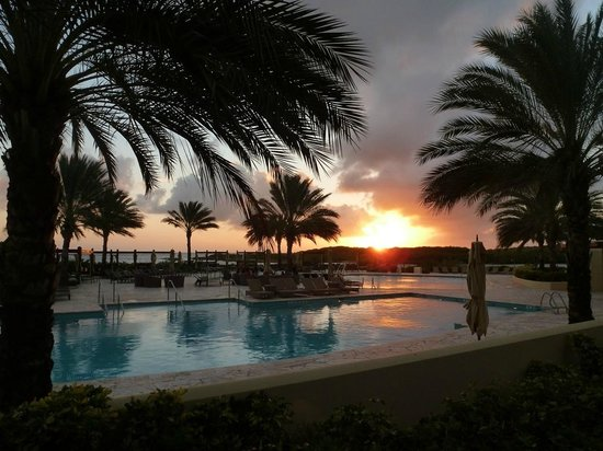Santa Barbara Beach & Golf Resort, Curacao: Sunset at pool